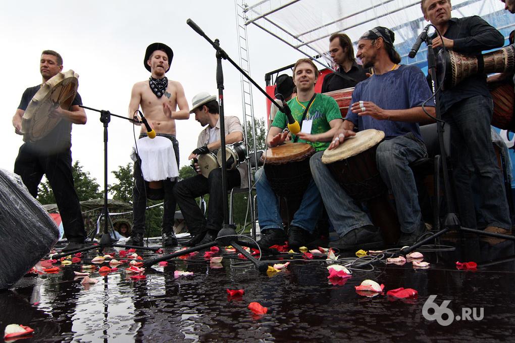 «Барабаны за мир» вызвали проливной дождь