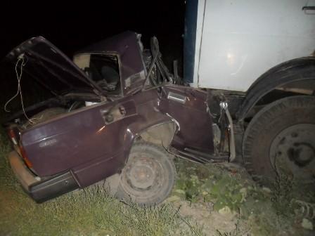 Водитель и пассажир ВАЗа погибли в столкновении с грузовиком