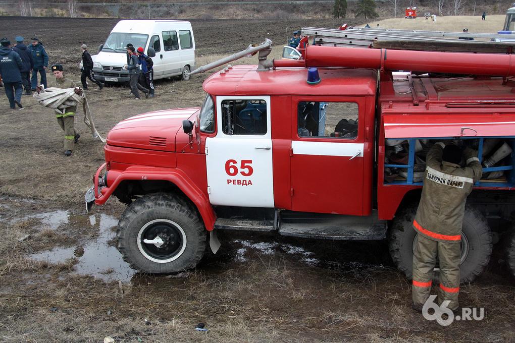 Электромонтер погиб, спасая свердловский поселок от пожара