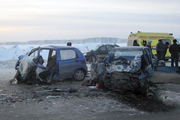 Лобовое столкновение на трассе Екатеринбург — Тюмень: погибли три человека