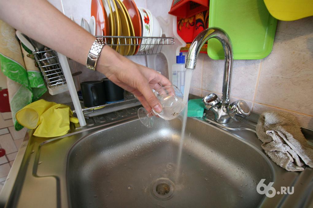 Жители Компрессорного остались без горячей воды на два месяца