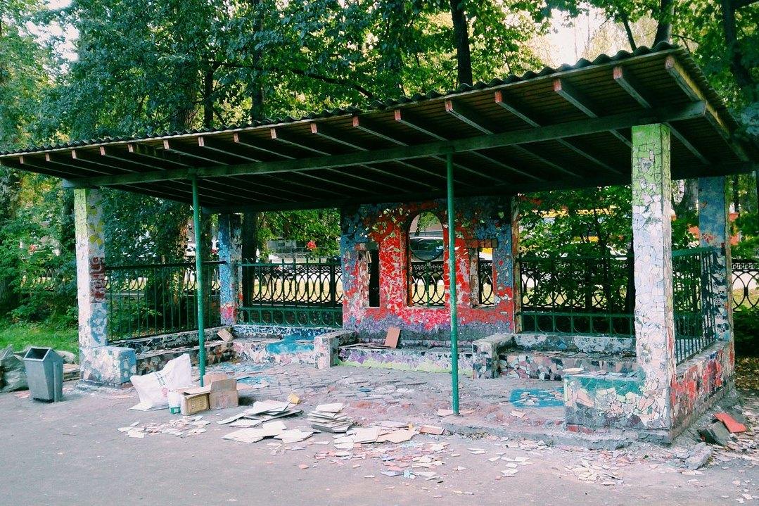 Скоро открытие. Авторы мозаичного павильона — о вандалах, Ройзмане и дендропарке УрФУ