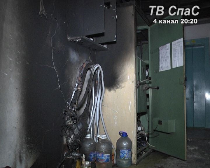 На Уралмаше пожарные спасли ребенка из задымленной квартиры