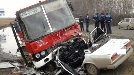 На Полевском тракте столкнулись «Икарус» и ВАЗ: водитель «семерки» погиб