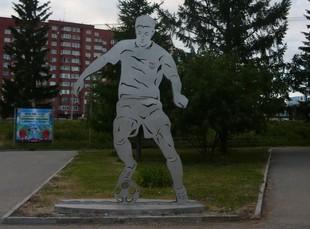 Завтра в Екатеринбурге откроют памятник футболу