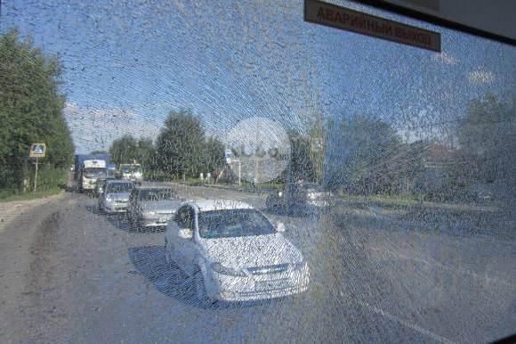 В Каменске-Уральском водитель автобуса не заметил, как в него стреляли
