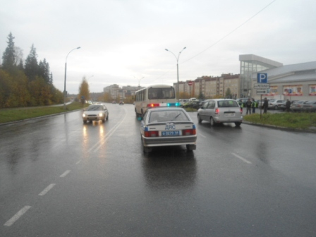 В Новоуральске из-за маневра ВАЗа пострадали пассажиры автобуса