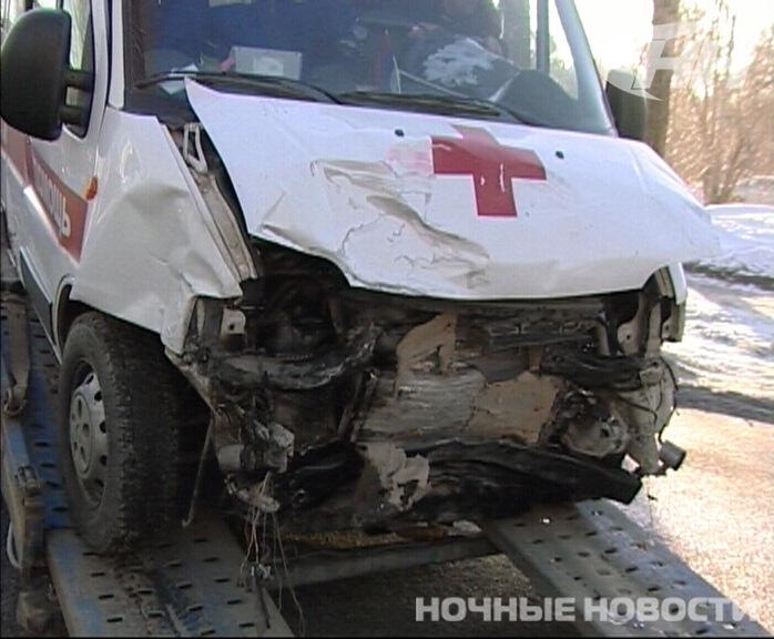Скорая помощь попала в ДТП на Химмаше