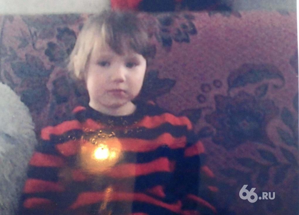 В пригороде Березовского пропала 3-летняя девочка