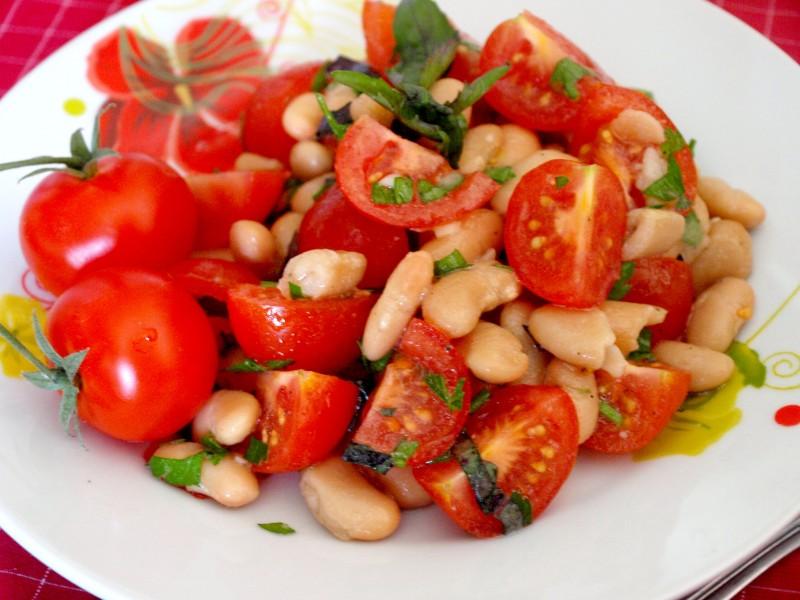 салат с фасолью и помидором с фото