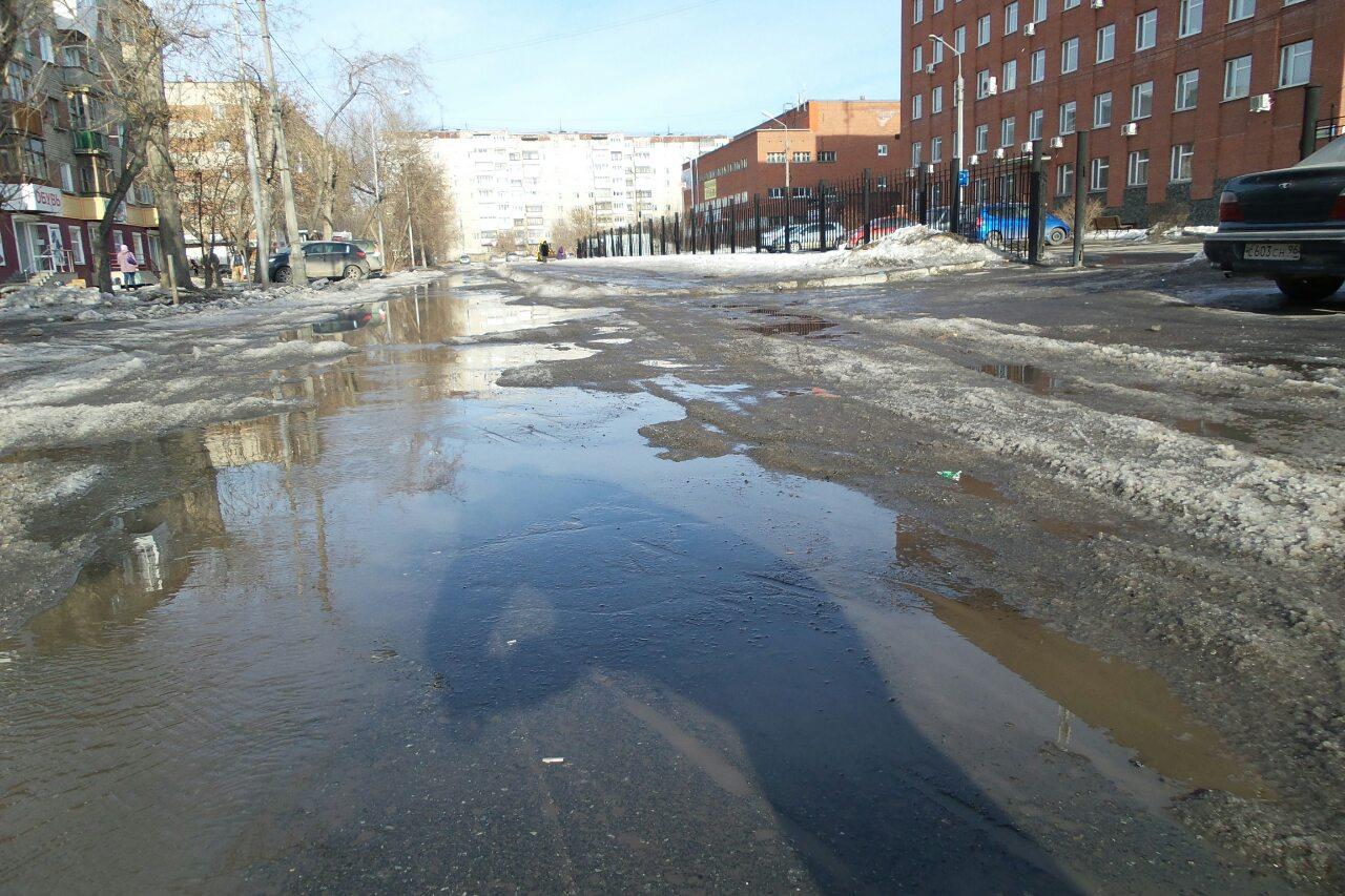 Здесь только вплавь: на Надеждинской и Муранова из-за коммунальных аварий разлились реки