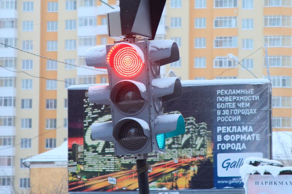 Шесть перекрестков Екатеринбурга оборудовали светофорами