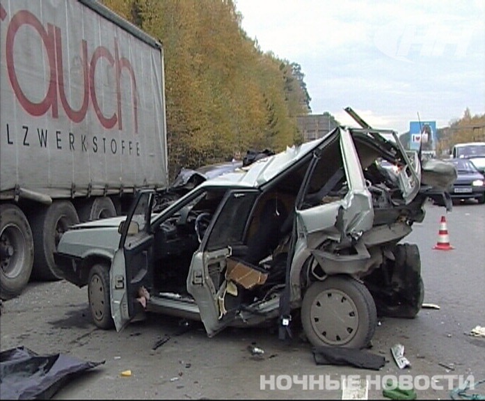 В Екатеринбурге такси врезалось в «Ладу». Погибли два человека