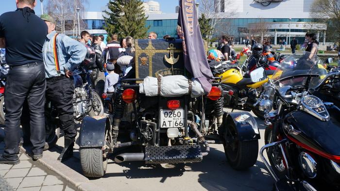 Тысяча байкеров прокатилась по центру Екатеринбурга в честь открытия сезона