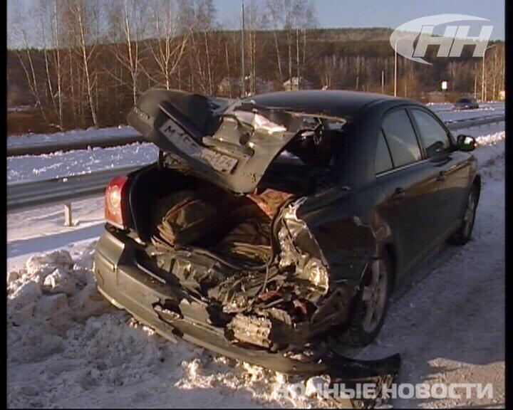 Около Арамиля маршрутка догнала Toyota, пострадали двое
