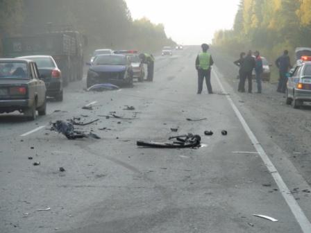 На трассе под Екатеринбургом столкнулись сразу четыре авто