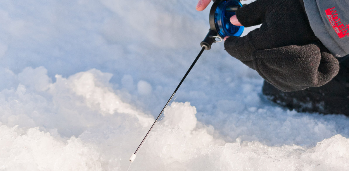 На льдине — сотня человек: спасатели эвакуируют рыбаков на Белоярском водохранилище