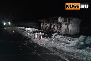 Под Каменском-Уральским перевернулся груженый 30-тонный КамАЗ