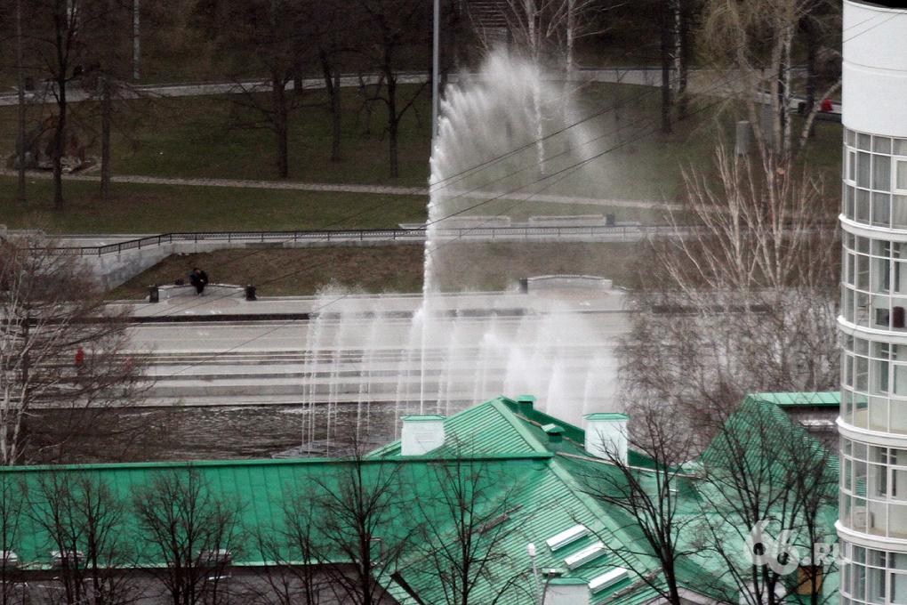 На Плотинку вернули убранный на зиму фонтан