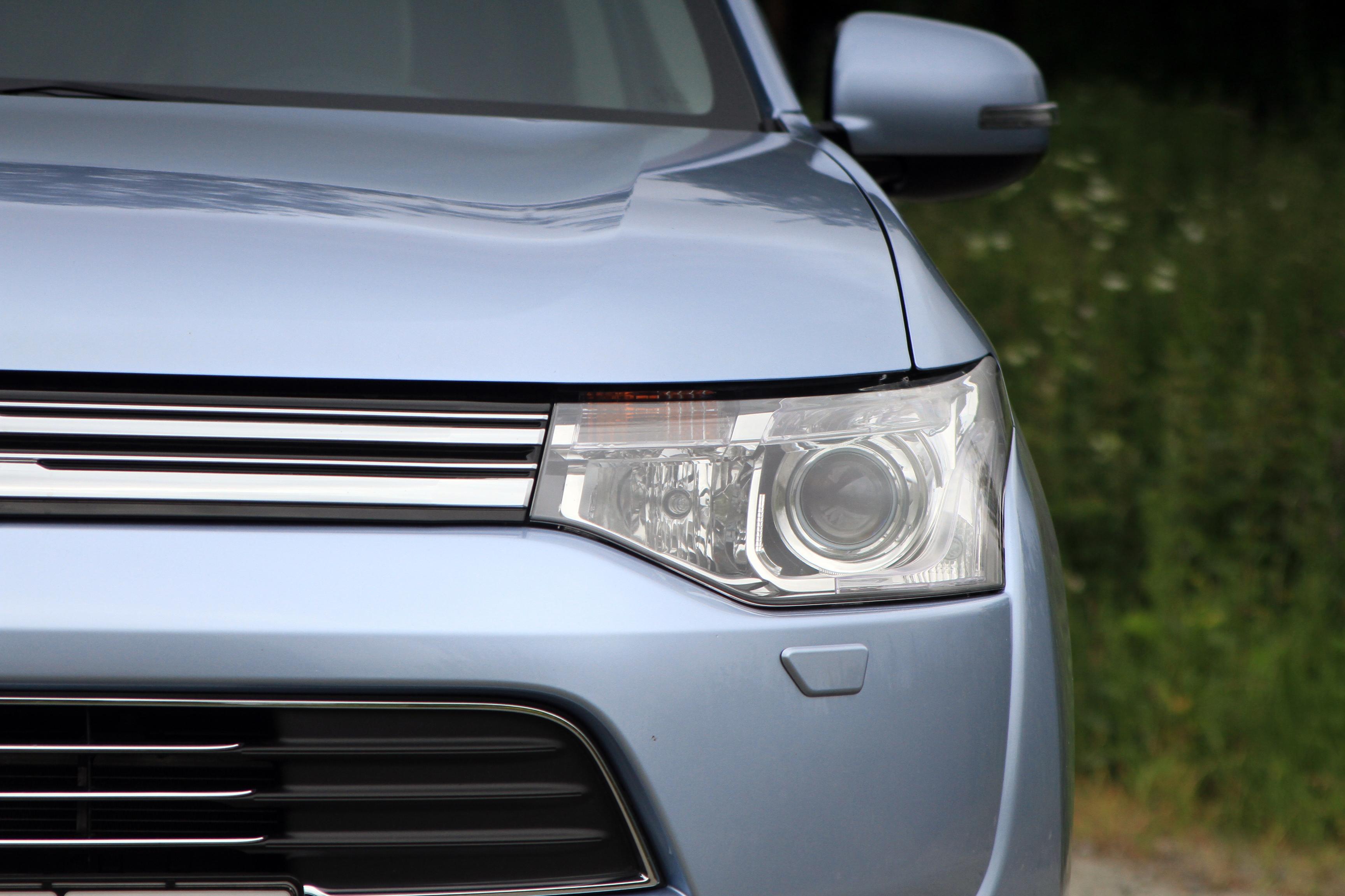 Сила тока: первое знакомство с электроссовером Mitsubishi Outlander PHEV