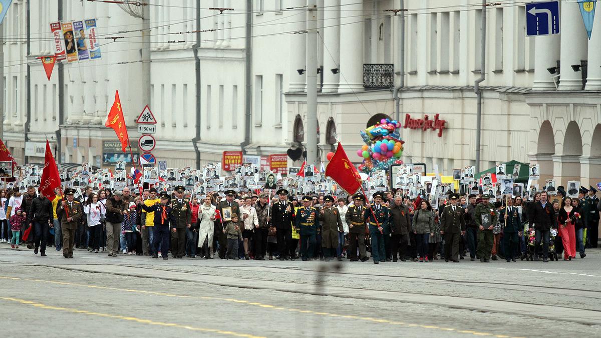 Вице-премьер Дмитрий Рогозин назвал «Бессмертный полк» скрепой, объединяющей россиян