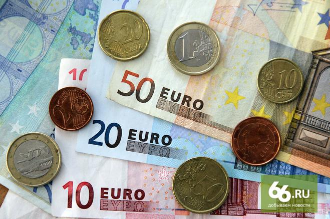Греция уронила евро. Курс валюты ЕС к доллару снизился до девятилетнего минимума