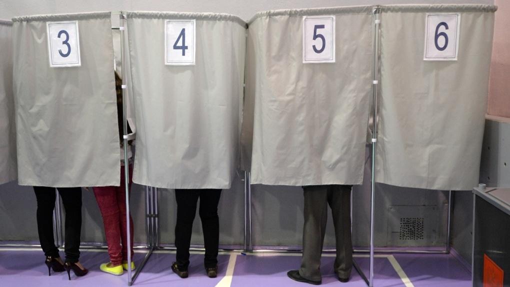 На выборы губернатора проходит Евгений Куйвашев и еще пять кандидатов. У остальных — большие проблемы
