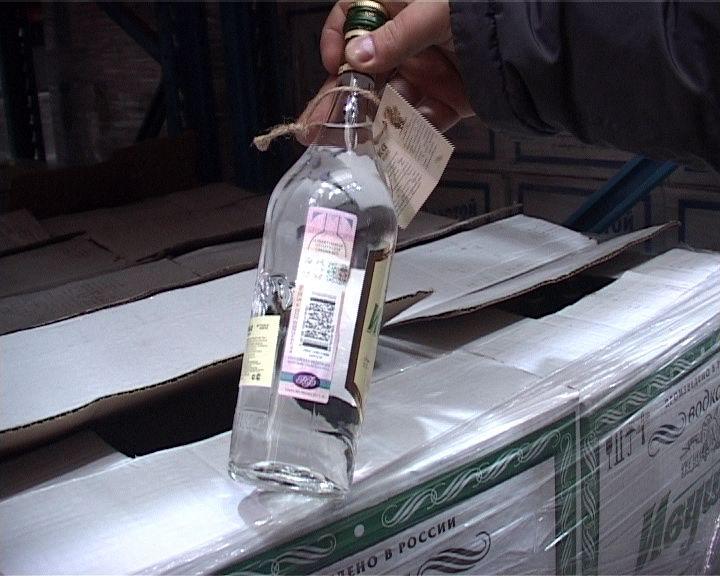 Полицейские накрыли склад с паленой водкой в поселке Изоплит