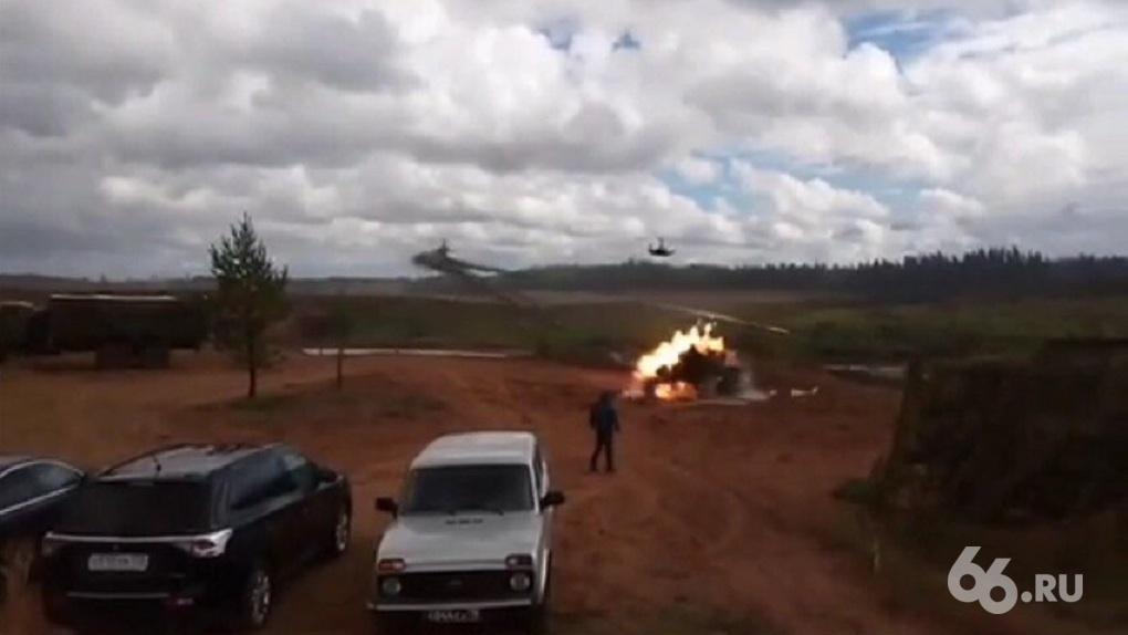 На учениях «Запад-2017» боевой вертолет случайно дал залп по толпе зрителей, есть тяжелораненые. Видео