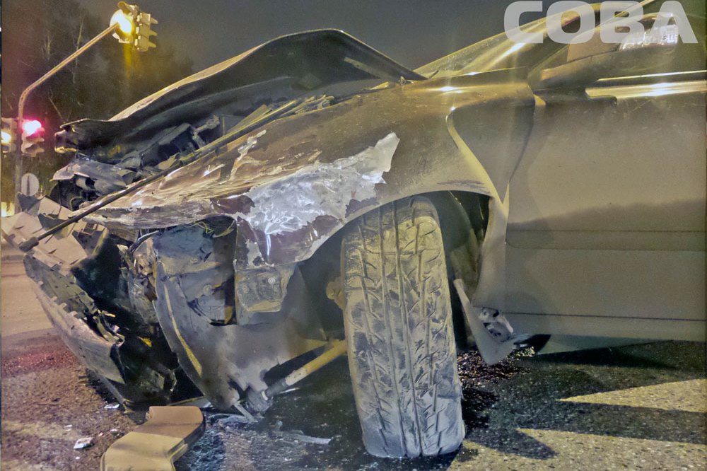 Пытаясь проскочить на красный, водитель Volvo устроил аварию у «Калины»