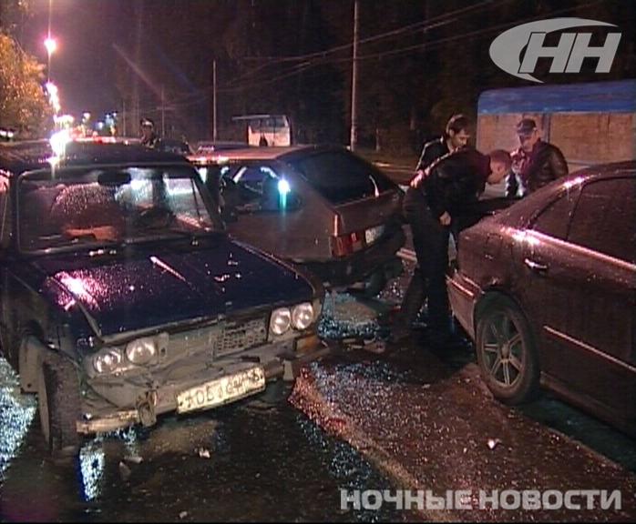 На Вторчермете пьяный водитель «восьмерки» врезался в три машины