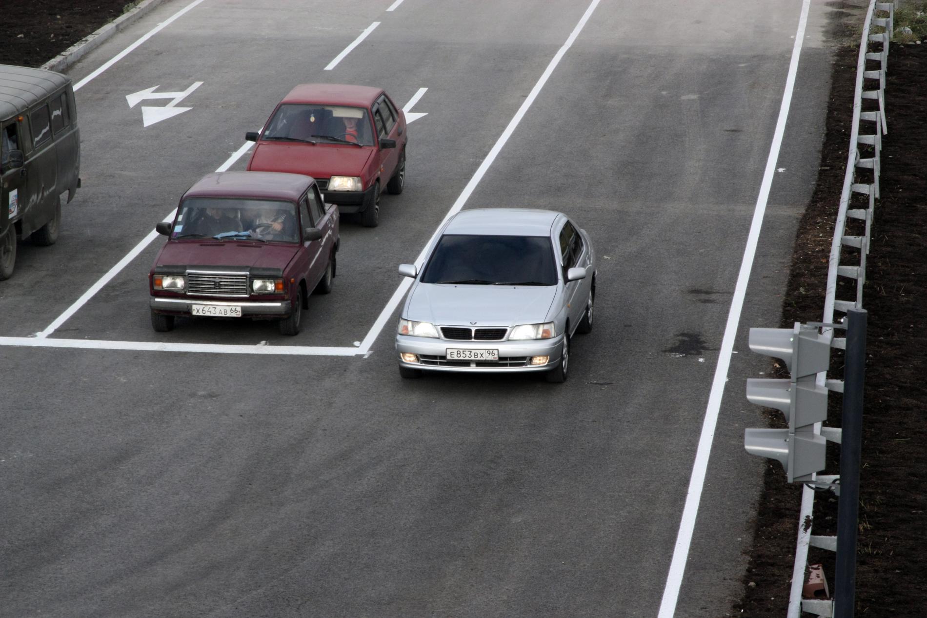 Медведев выделил более двух миллиардов рублей на свердловские дороги