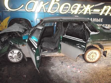 На трассе Пермь — Екатеринбург ВАЗ врезался в сломанный автобус