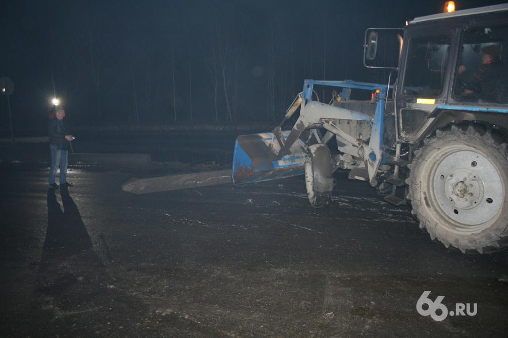 Две машины разбились о бетонные балки на дублере Сибирского тракта