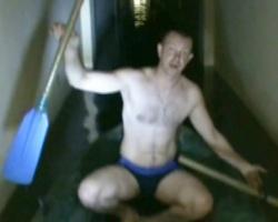 Житель Магнитогорска проплыл по больнице на лодке и пожаловался Путину