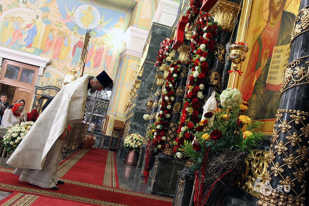 Фоторепортаж 66.ru: в Екатеринбурге православные празднуют Пасху