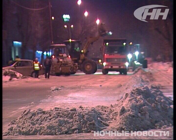 Улицу Мичурина освободили от снега ночью