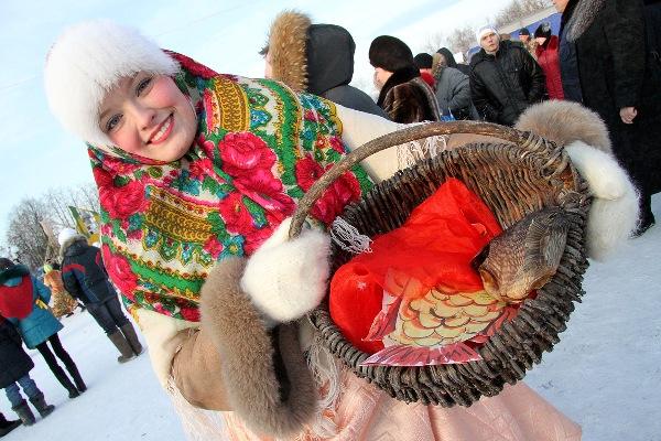 Верхотурская ярмарка: смешались люди, казаки и пони