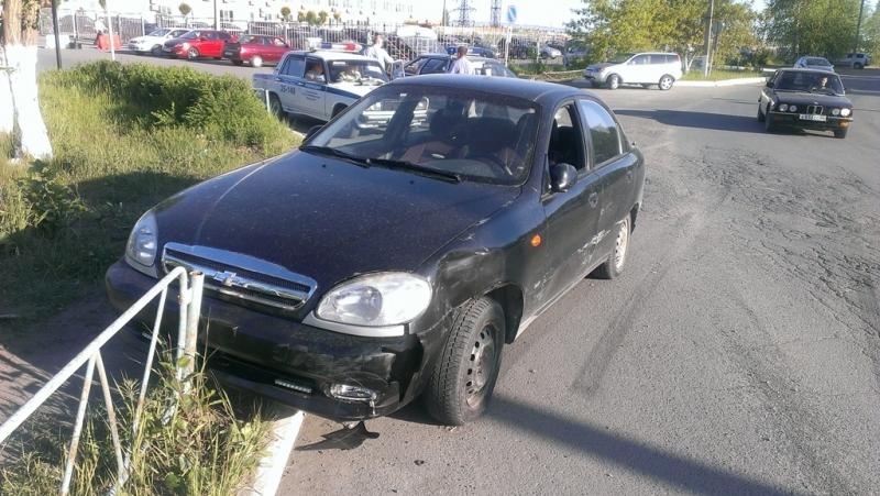 В Кировграде пьяный угонщик сбил шлагбаум ж/д переезда и патрульную машину