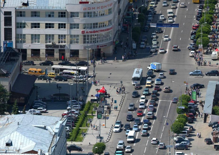 Власти Екатеринбурга обещают построить парковки для 80% авто