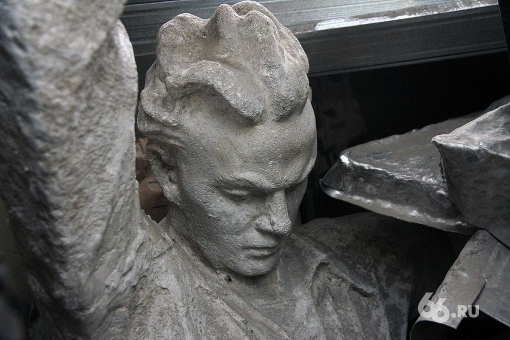 Хит 66.ru. Траектория лжи — 2: Портал 66.ru нашел якобы утерянные скульптуры с Центрального стадиона