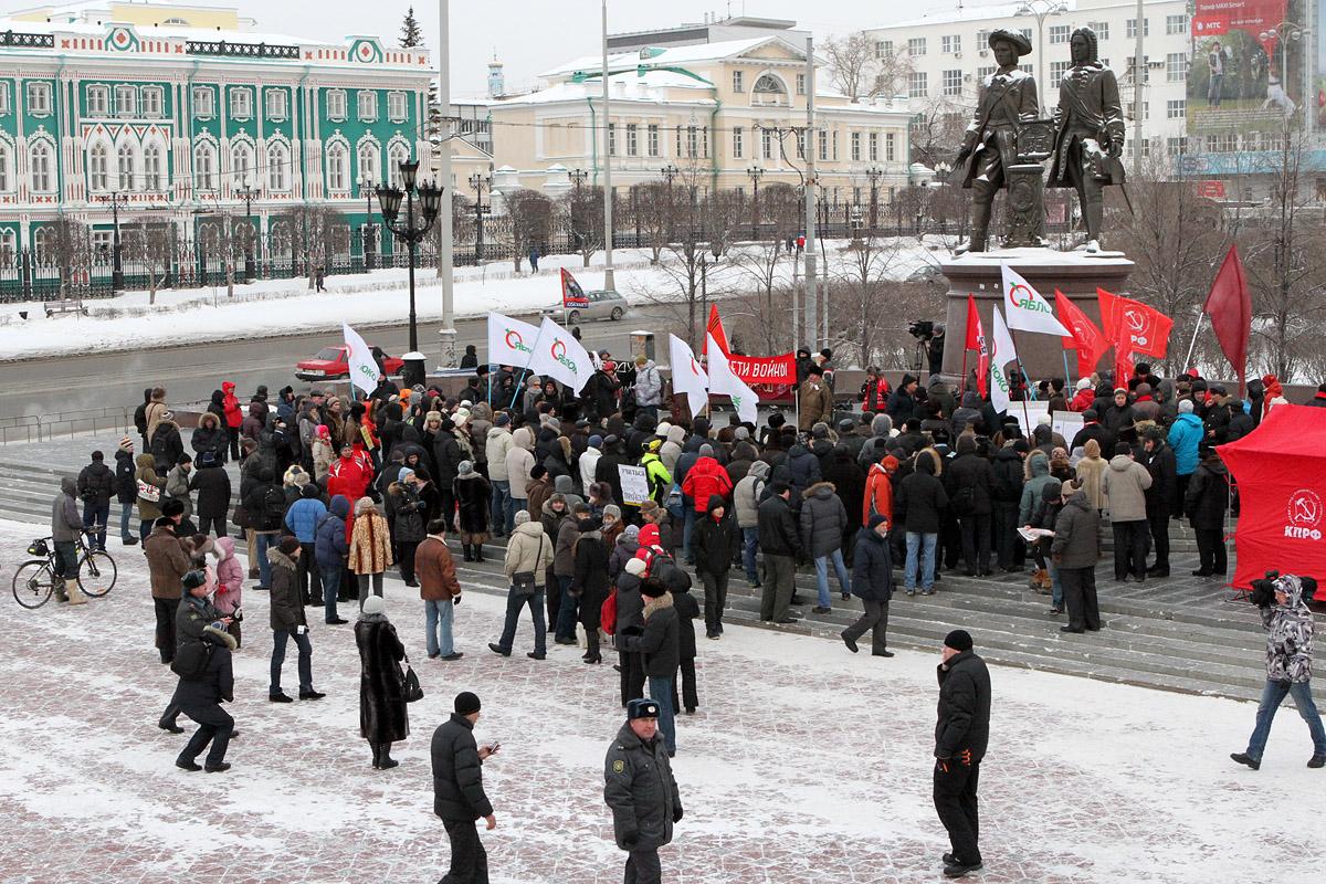 Пара сотен горожан помянули прошлогодние оппозиционные митинги
