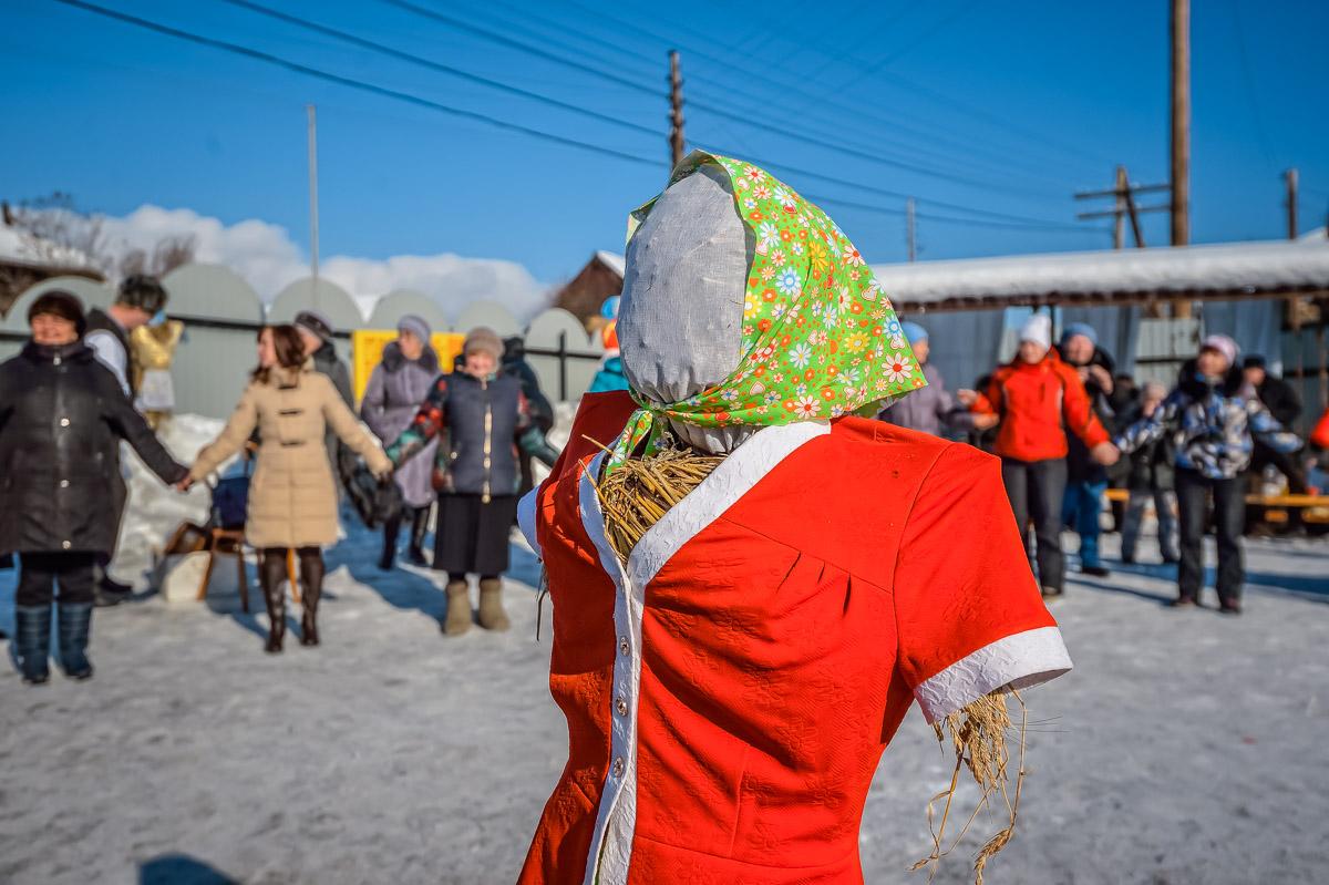Масленица в селе: традиционные забавы и русское застолье