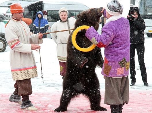 Икра и медведи: комиссии «Экспо» на Плотинке показали Россию