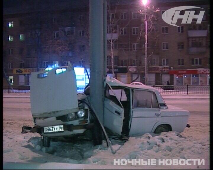 В Екатеринбурге ВАЗ намотало на столб