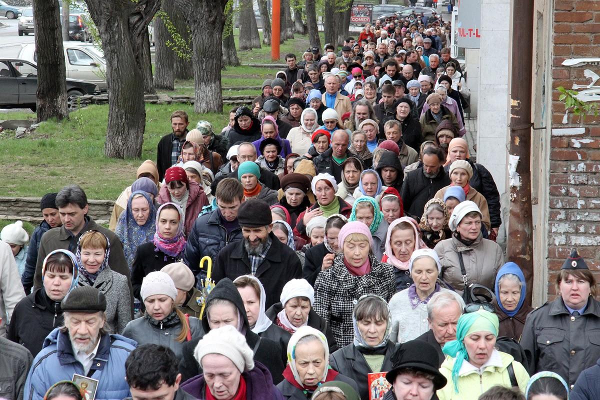 Пьяный водитель чуть не врезался в шествие крестного хода в Екатеринбурге