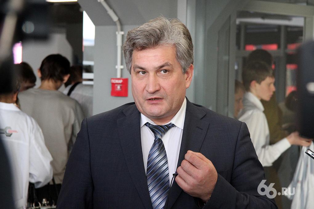 Свердловский министр образования попросил не связывать самоубийство школьницы с ЕГЭ