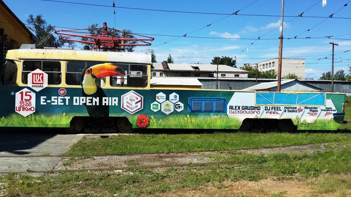 Пять часов транса на колесах: по Екатеринбургу проедет музыкальный трамвай с танцовщицами