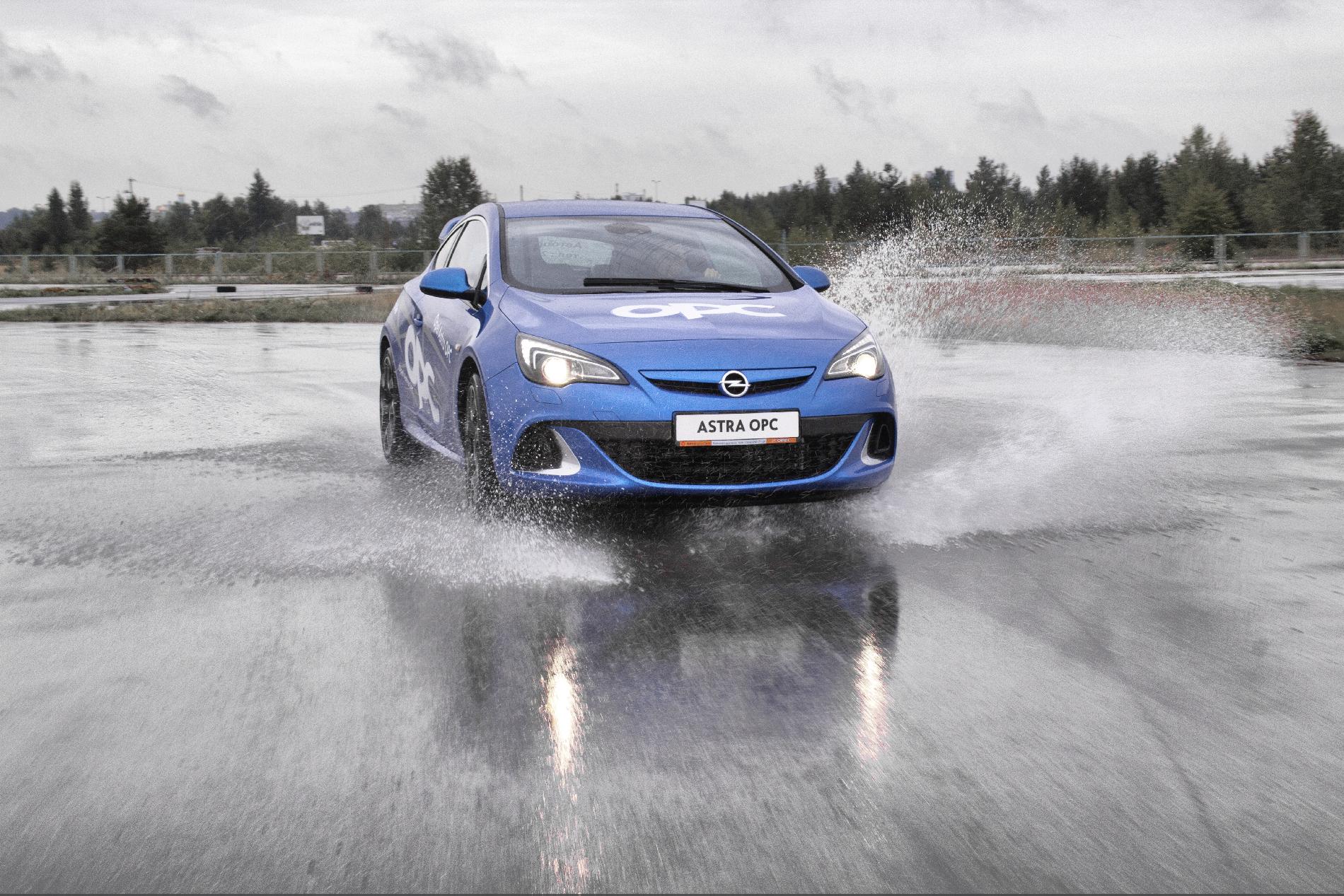 Верхом на пуле: объезжаем дурную Opel Astra OPC