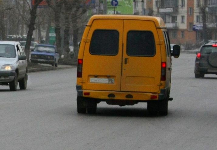 Водитель маршрутки устроил гонки по дорогам Екатеринбурга